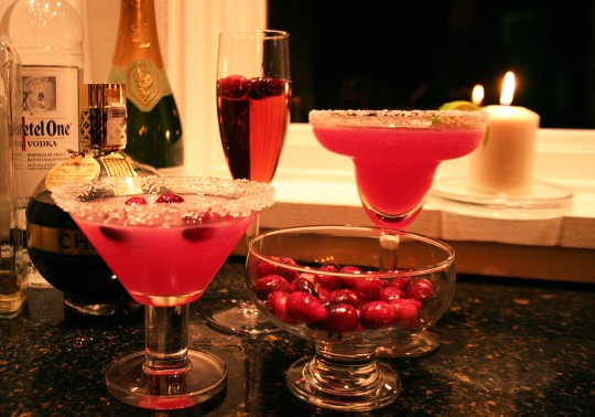 Thanksgiving Cocktails with cranberries
