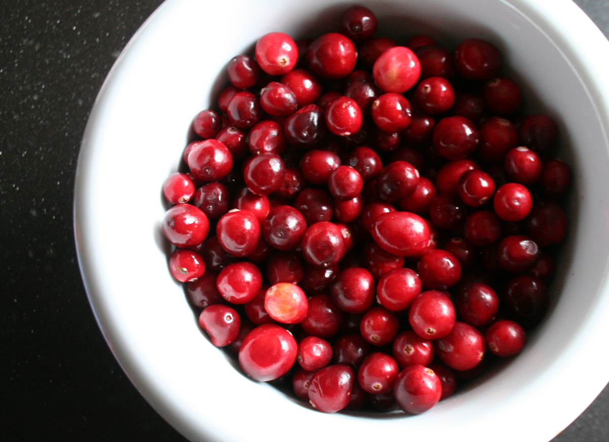 Cranberries for shrub syrup